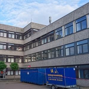 biurowiec-cz-po-prawej-wymienione-okna-CS